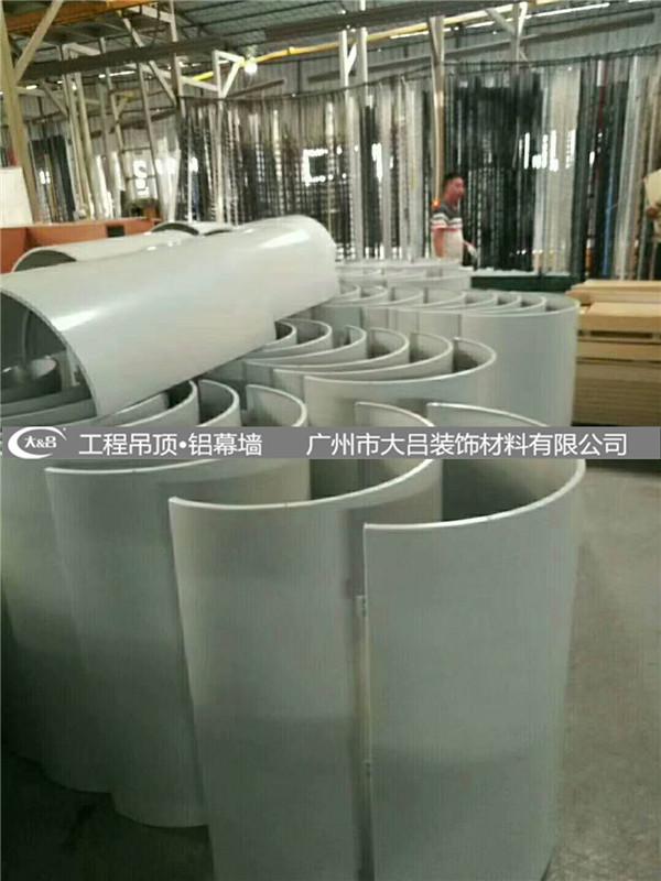 氟碳包柱铝单板喷涂